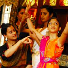 Classical-bollywood-dance-classes-with-sonia-sabri-1548967761