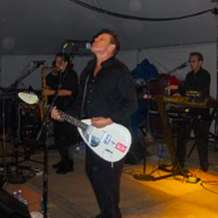 The-beat-starring-dave-wakeling-1515145325
