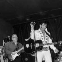 Mark-green-as-the-elvis-experience-1532879381
