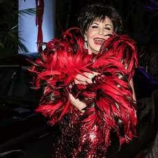 The-dame-shirley-bassey-story-1494144973