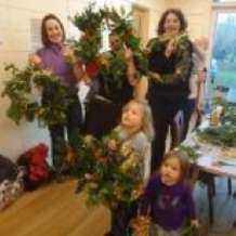 Family-green-wreath-workshop-1382873166